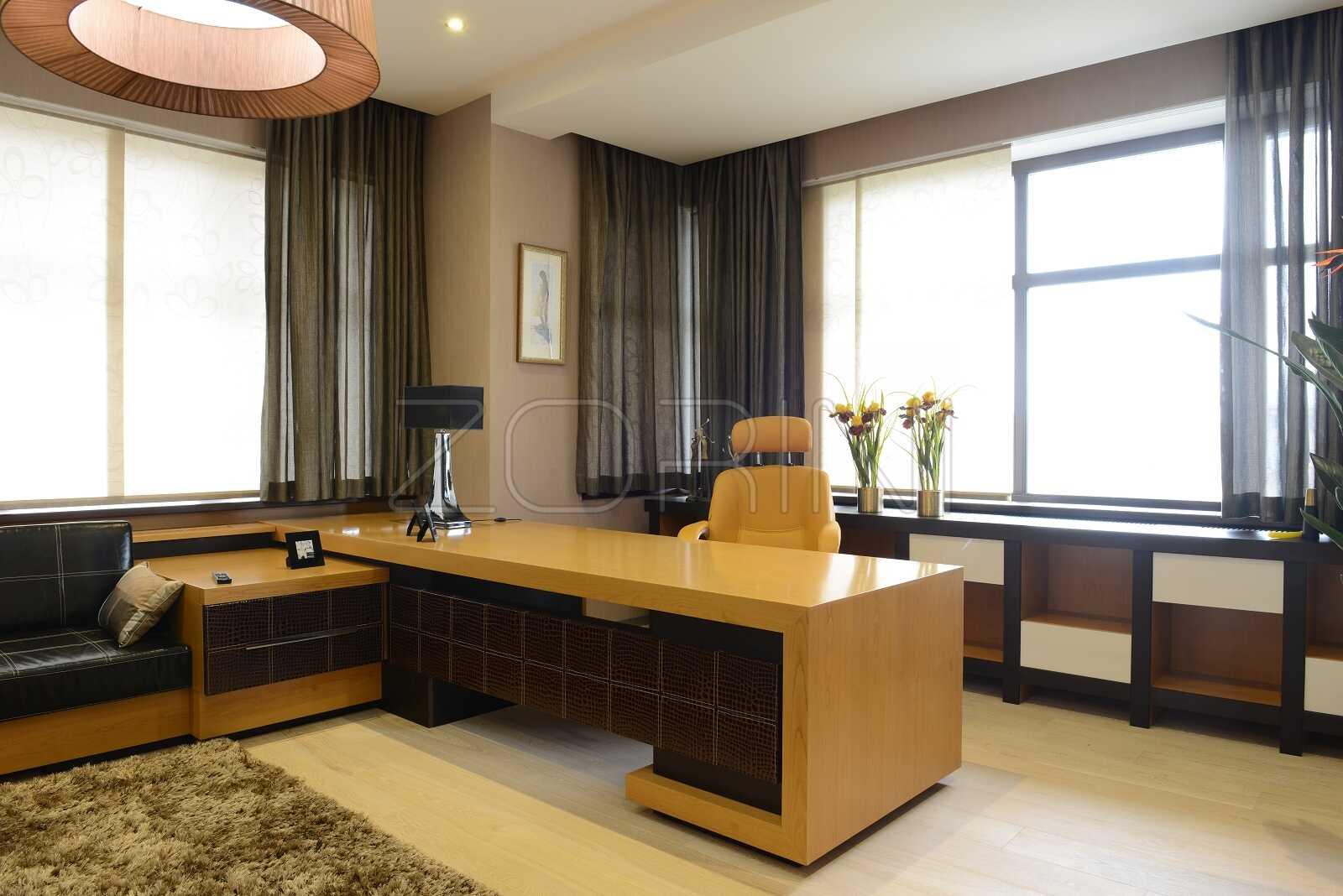 Современный стол для кабинета Арно - фото